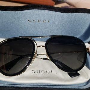 Unisex Gucci shades